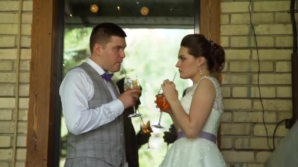 Menyasszony és vőlegény színes koktélok