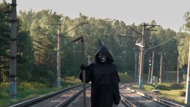 Kaszás Séta a vasúti síneken