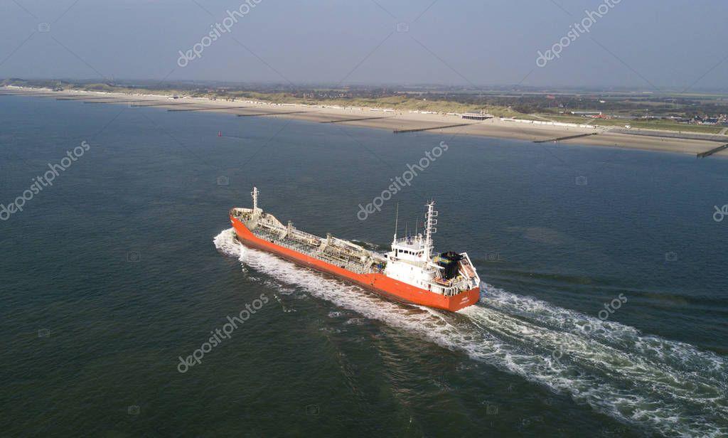 Schiff auf dem Meer aus der Luft
