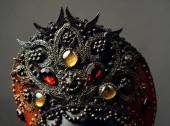 Fotografie Head of mannequin in creative metal  kokoshnick with jewels