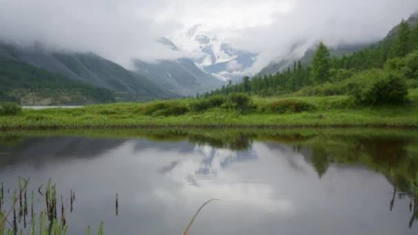 Cinemagraph. Letní přírody horské lesní jezero krajina, Časosběr