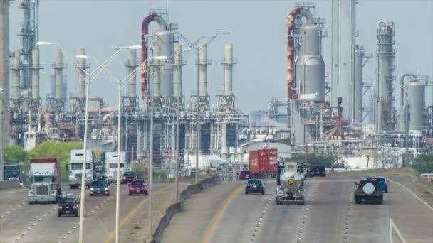 Dálková dálnice do Jelenského parku průmyslová plocha Houston Texas s chemickým Rafiniemi a rostlinnými rostlinami