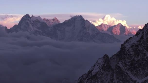 Time Lapse himálajské vrcholy při západu slunce. Nepál, Himaláje