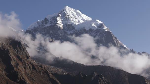 Nádherný výhled z vrcholu Taboche (6495 m) v Nepálu, Himaláje