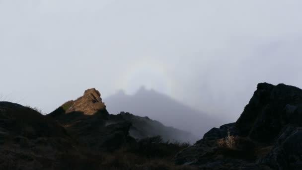 Sluneční halo v horách. Nepál, Himaláje, oblast vrcholu Everestu