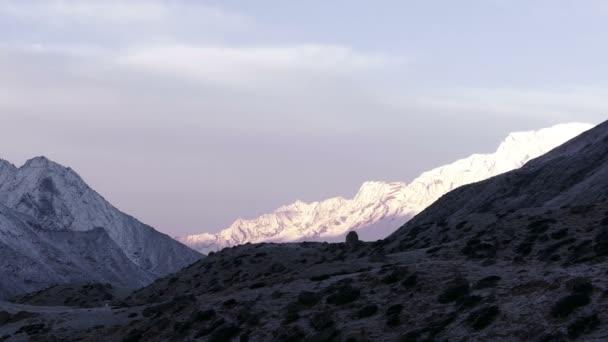 Hory Himaláje za úsvitu
