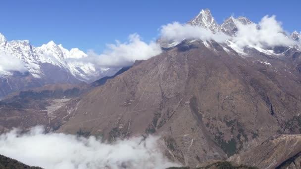 Panorama Solu Khumbu údolí při východu slunce. Nepál, Himaláje hory