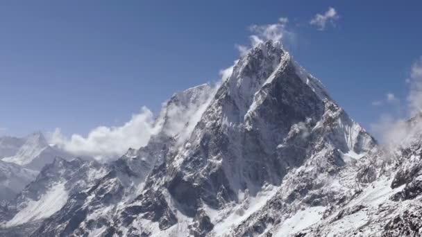 Velkolepý pohled Cholatse Peak (6501 m) za východem slunce. Nepál, Himaláje hory. Časová prodleva oddálit