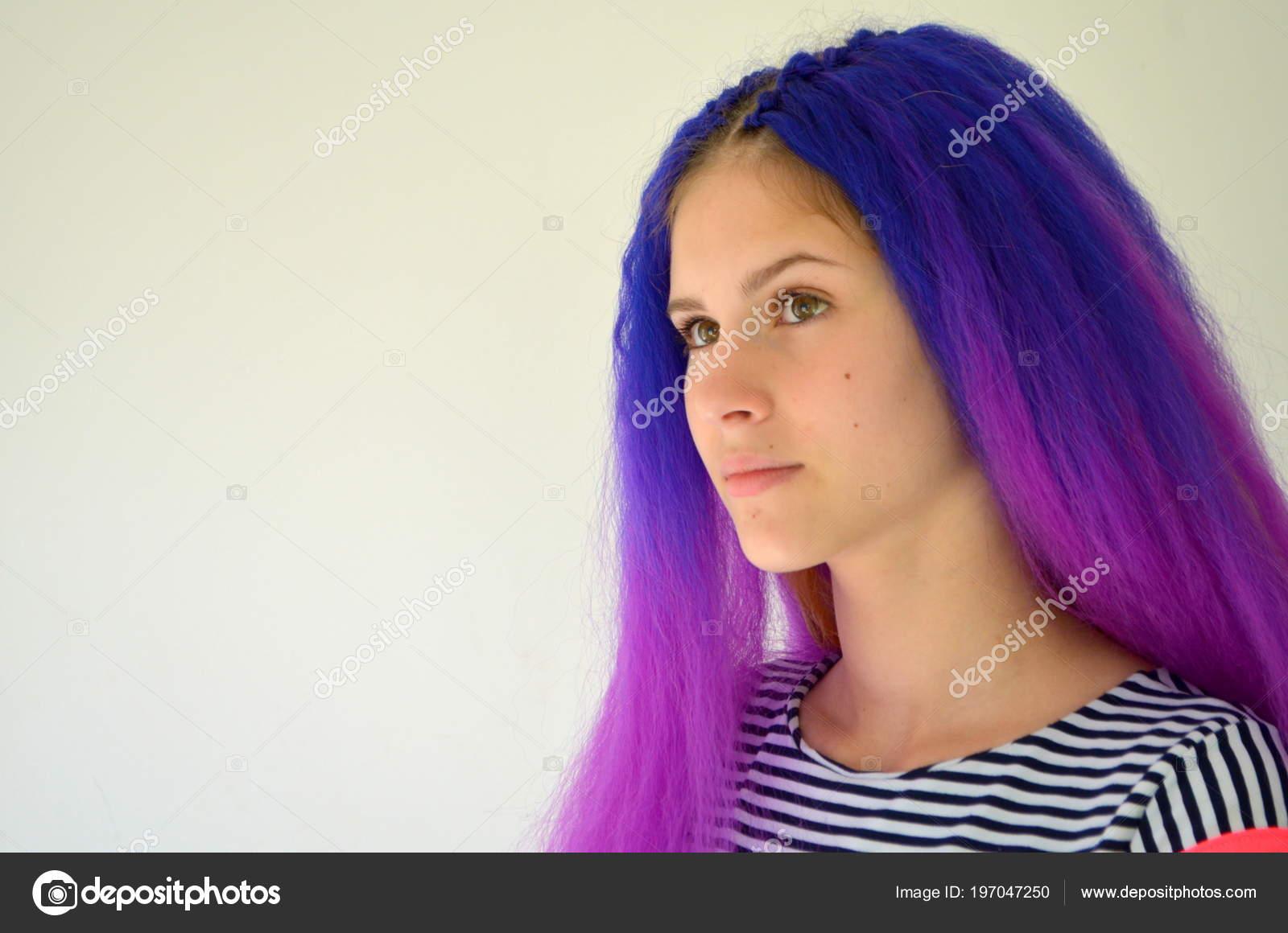 Helle Stilvolle Bild Mädchen Mit Blauen Lila Haaren Technik Der