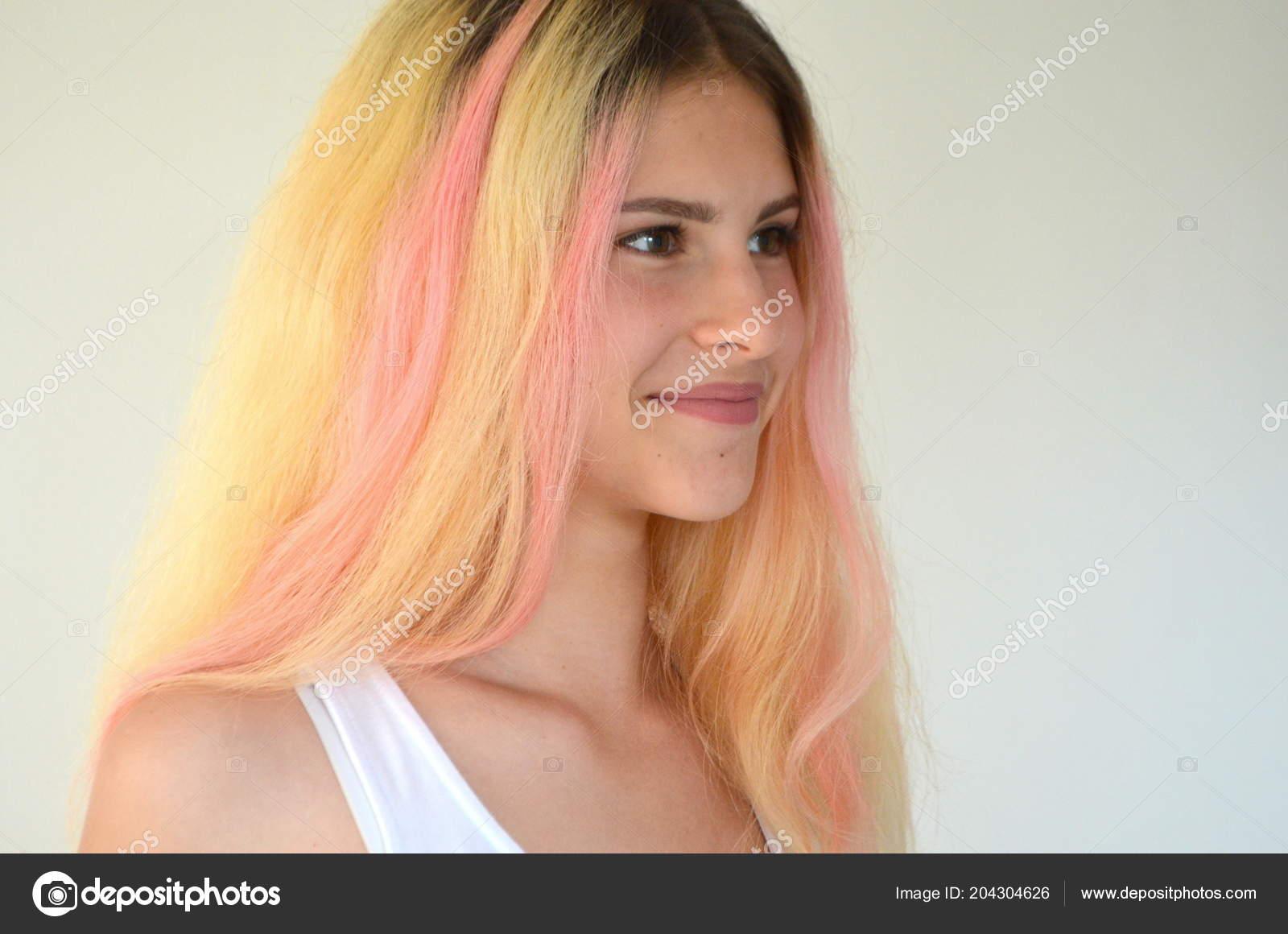 Schönes Mädchen Mit Licht Lange Haare Gemalt Ombre Mit Rosa
