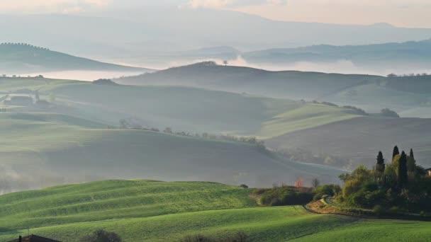 Video s krásnou ranní krajinou v Toskánsku v době jarní