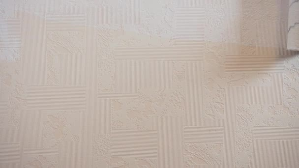 Pile roller painted beige corrugated wallpaper with white paint