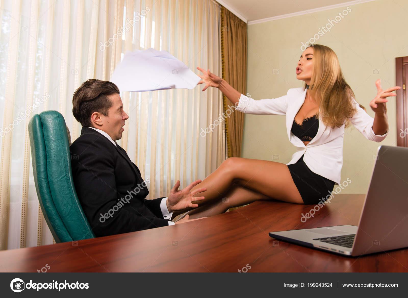 Смотреть трахает женщину босса, Босс. Секс с боссом. Самых популярных роликов 24 фотография