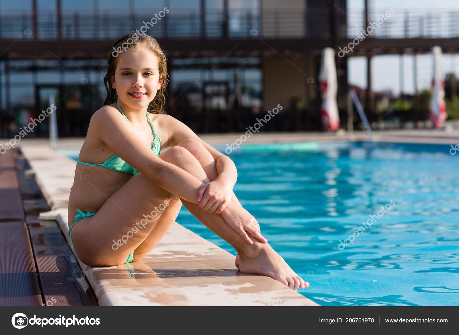 Nude bubble butt white girl