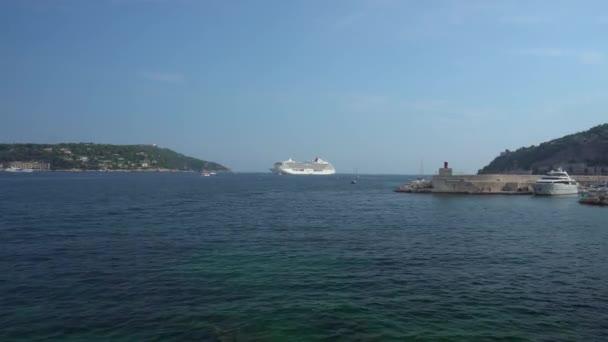 Nave da crociera allorizzonte a Villefranche-Sur-Mer in Francia