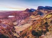 Šířku Quiraing hor na ostrově Skye v skotské vysočiny. Slunečného rána zobrazení