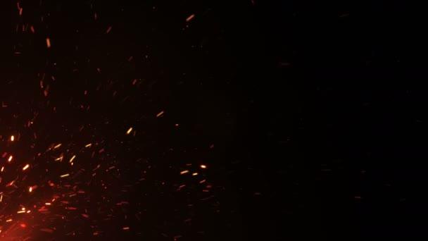 Krásný hořící horké jiskry z velkého ohně v noční obloze. Abstraktní izolované ohně zářící částice na černém pozadí letící nahoru. Smyčkového 3d animace. 4 k Ultra Hd 3840 x 2160