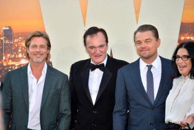 Brad Pitt, Quentin Tarantino, Margot Robbie, Leonardo DiCaprio & Georgia Kacandes