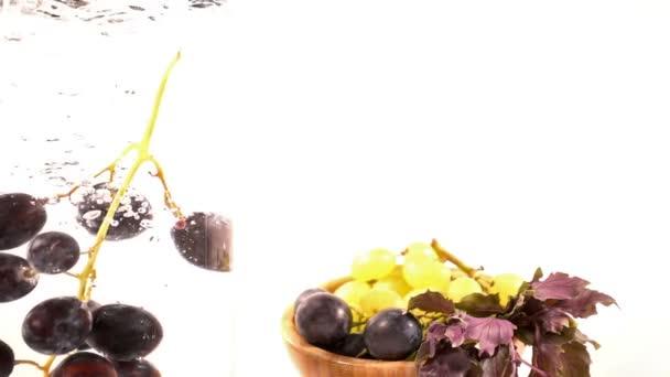 Friss gyümölccsel szőlő víz