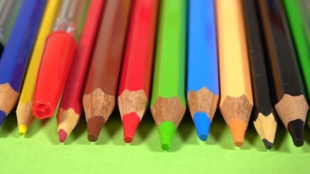 Nástroje pro školní vzdělávání Barevné tužky