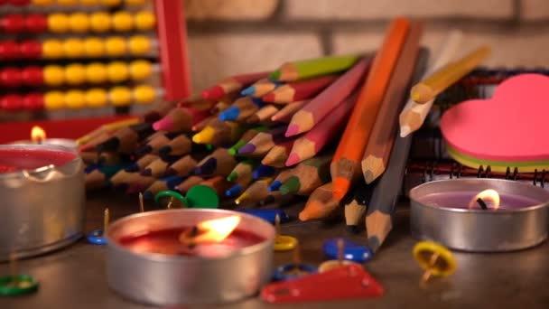Barevné školní potřeby a vzdělání