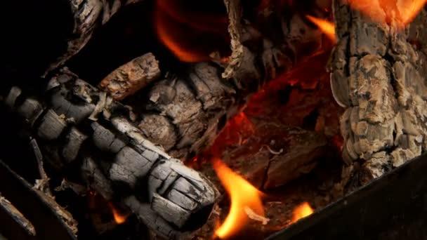 Fa tűz lángok és füst