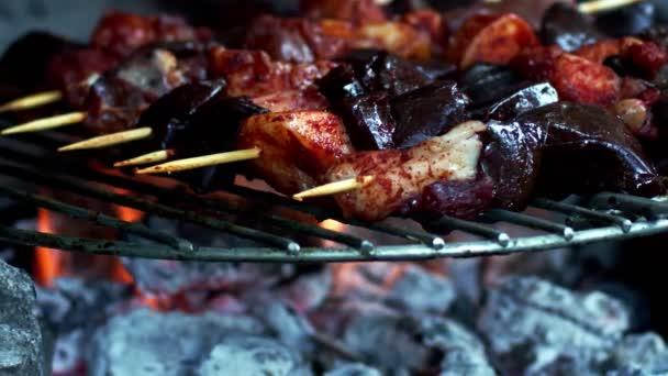 Nyers báránymáj és a grill