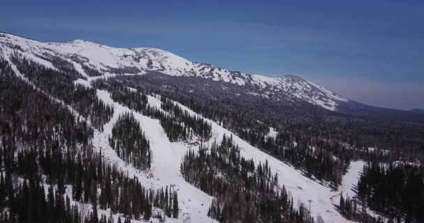 Vrcholky zasněžených hor