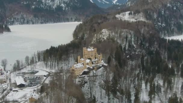 Hohenschwangauer Schloss und Alpsee im Winter. Bayern, Deutschland. Luftbild