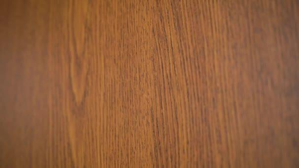 Tapetová textura hnědého dřeva.