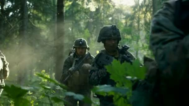 Resultado de imagem para esquadrão militar em ação