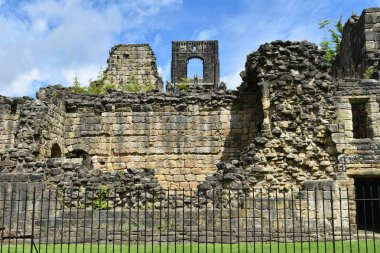 Kirkstall Abbey.A ruined Cistercian monastery,which is set in a public park.It was founded c.1152.