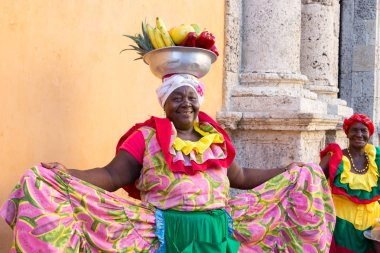 A traditional palenquera in selling fruits in Cartagena.