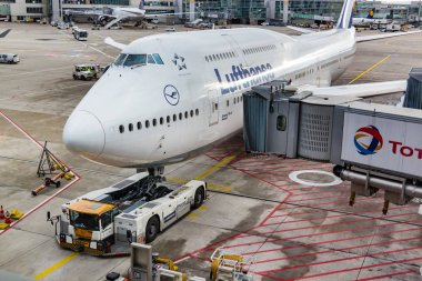 Boeing 747 ready for pushback at Frankfurt Airport.