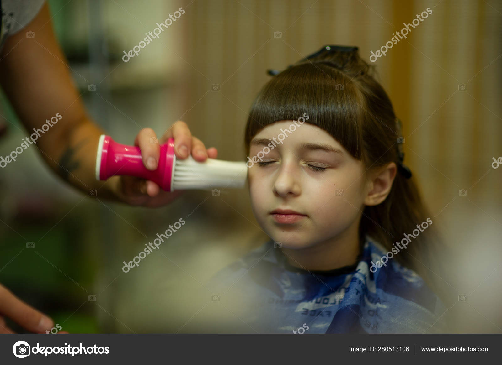 Stupendous Hairdresser Making A Hair Style To Cute Little Girl Stock Photo Schematic Wiring Diagrams Amerangerunnerswayorg