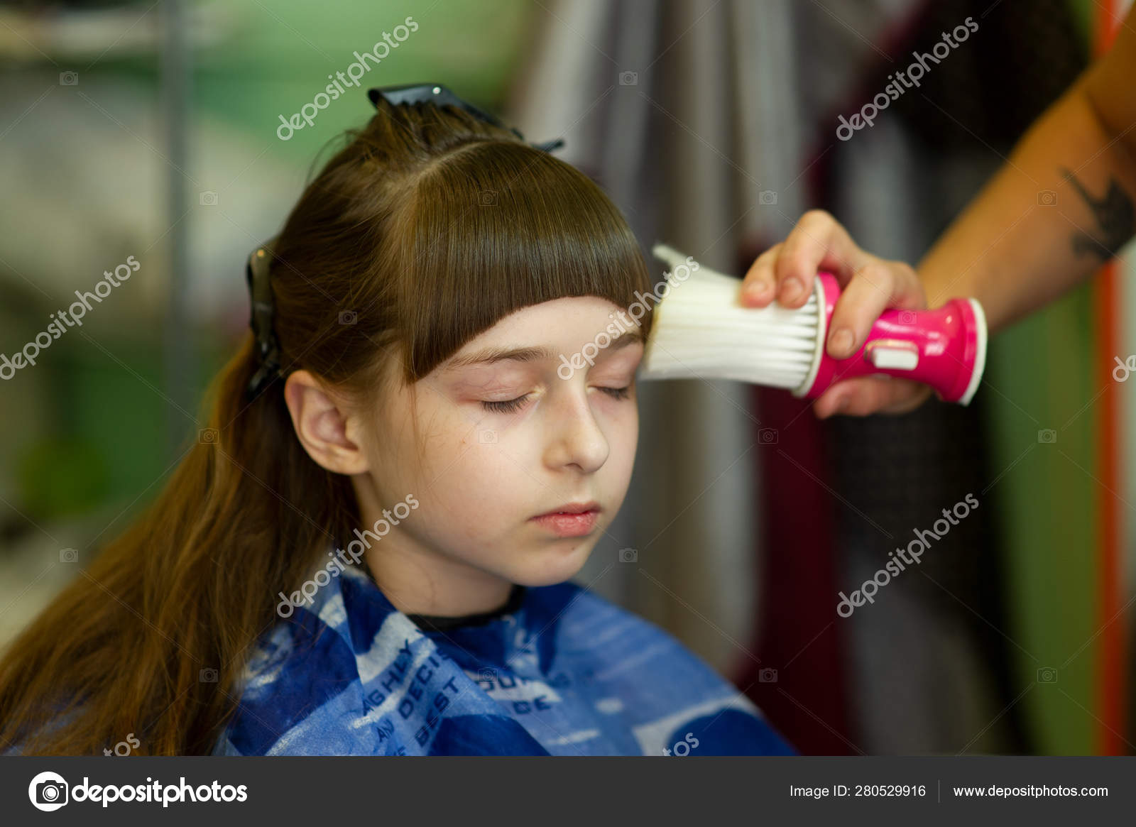Admirable Hairdresser Making A Hair Style To Cute Little Girl Stock Photo Schematic Wiring Diagrams Amerangerunnerswayorg