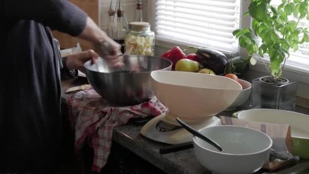 Příprava čokolády brownie dort