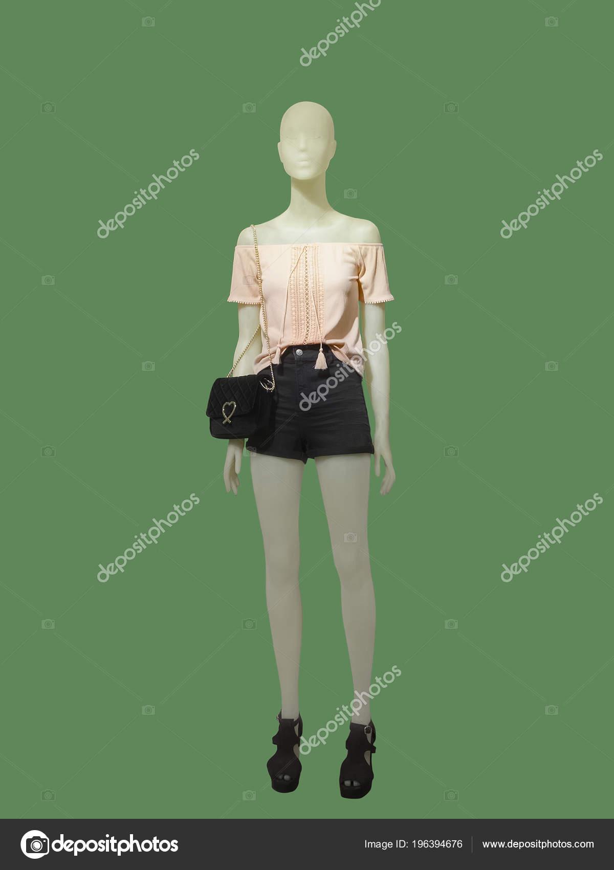 63a0db5b0c9af3 Mannequin Femme Pleine Longueur Habillé Short Noir Chemisier Rose ...