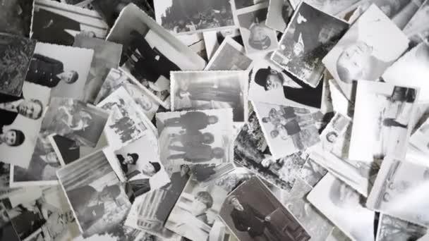 Rotující fotografie na retro pozadí