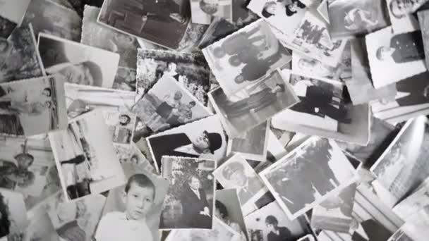 Ročník obrácením fotografií na retro pozadí