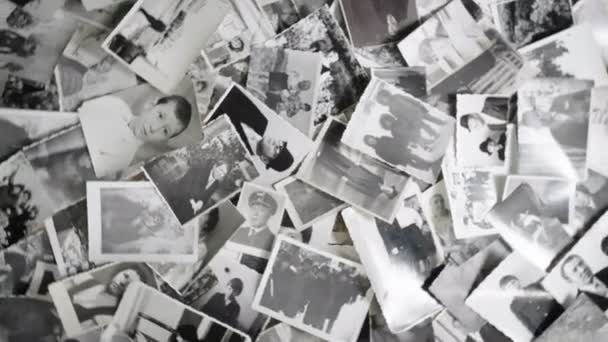 Staré rotující fotografie na retro pozadí