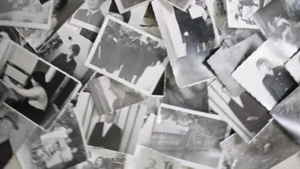 Staré rotující portréty na retro pozadí
