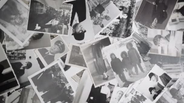 4k video o starých rotujících fotografických fotech na retro pozadí