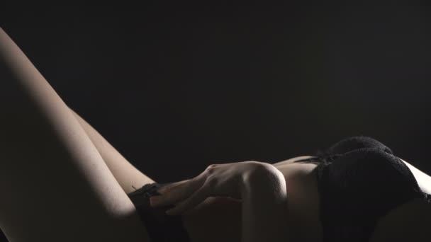 Video o leváce sexy dívky v prádle