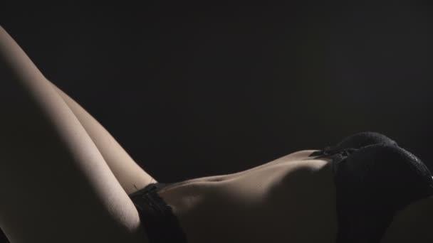 Video o lhaní sexy ženě v prádle