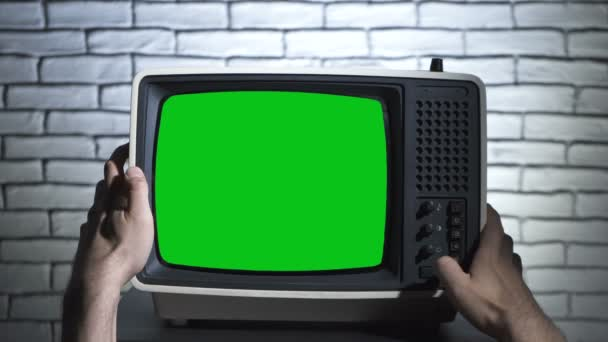 Retro TV chroma gomb és az emberek kezét