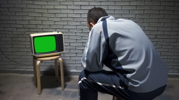Lövés az ember nézi retro TV