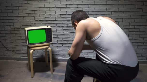 Videó az ember ing figyelte retro TV