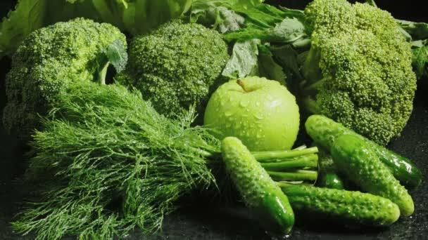 Video zelené čerstvé zeleniny s kapkami