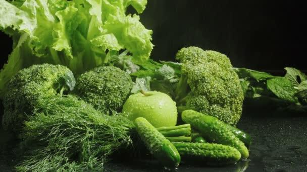 Videó zöldségekről vízcseppekkel